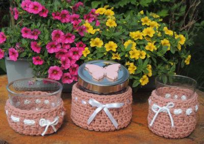 Gläser mit Makrameegarn in terracotta mit Schleife